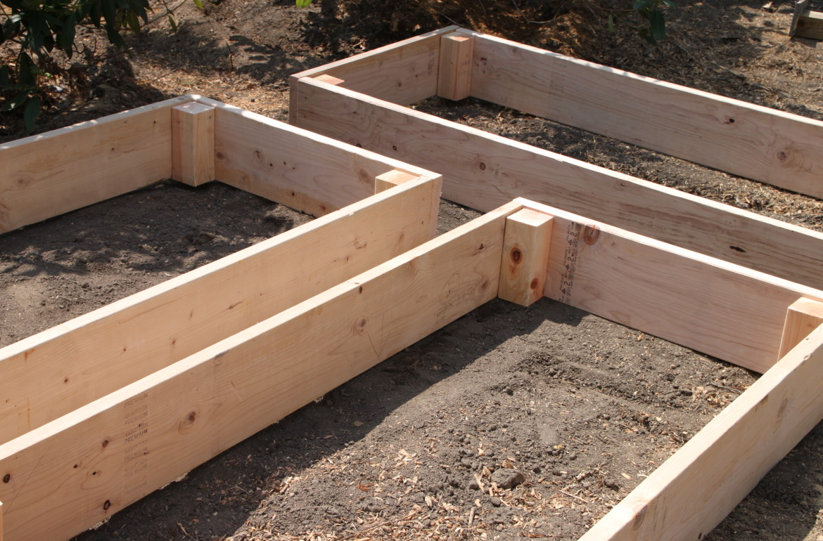 Easy diy raised garden beds tilly39s nest for How to make a raised garden