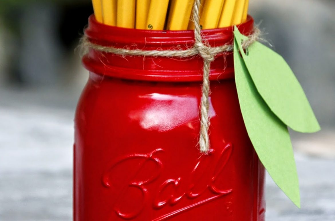 MCaughey-masonjar-pencil-holder