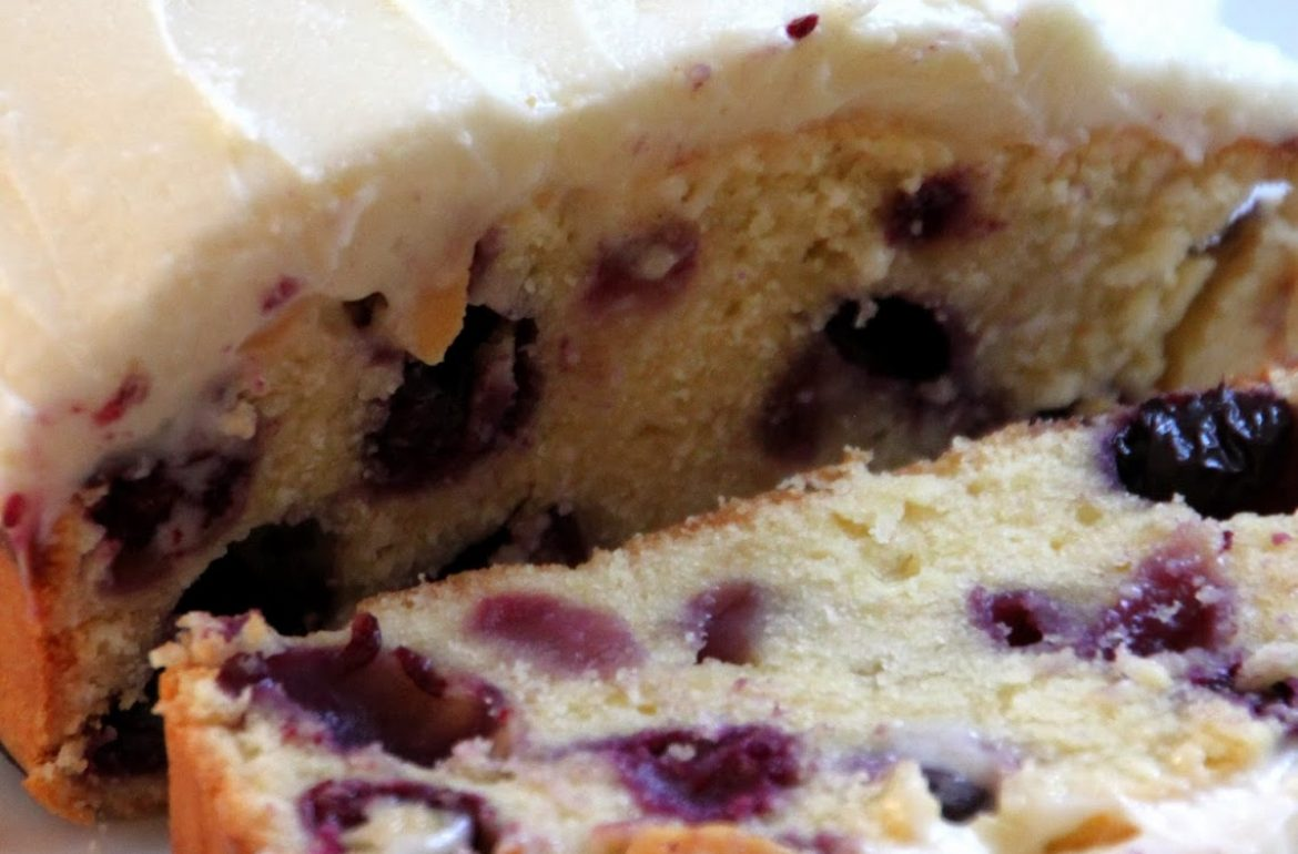 Tillys-Nest-blueberry-cream-cheese-loaf-cake