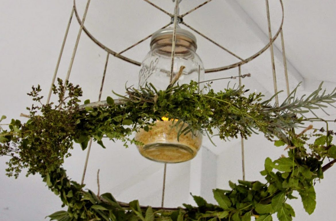 Tillys-Nest-chicken-coop-chandelier-012