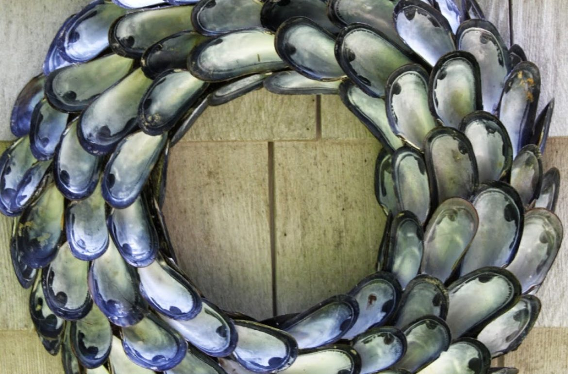 Tillys-Nest-mussel-shell-wreath